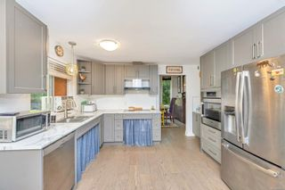 Photo 13: 2258 Trudie Terr in Langford: La Thetis Heights House for sale : MLS®# 884383
