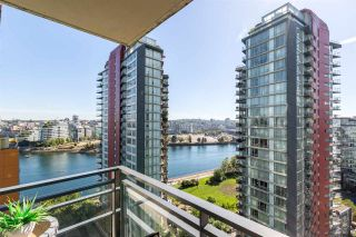 """Photo 1: 1805 33 SMITHE Street in Vancouver: Yaletown Condo for sale in """"COOPERS LOOKOUT"""" (Vancouver West)  : MLS®# R2205849"""