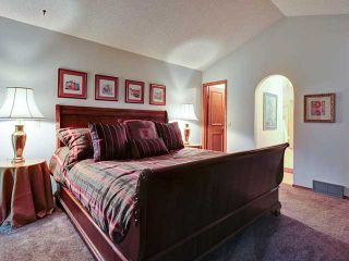 Photo 11: 112 OAKBRIAR Close SW in CALGARY: Palliser Townhouse for sale (Calgary)  : MLS®# C3576758
