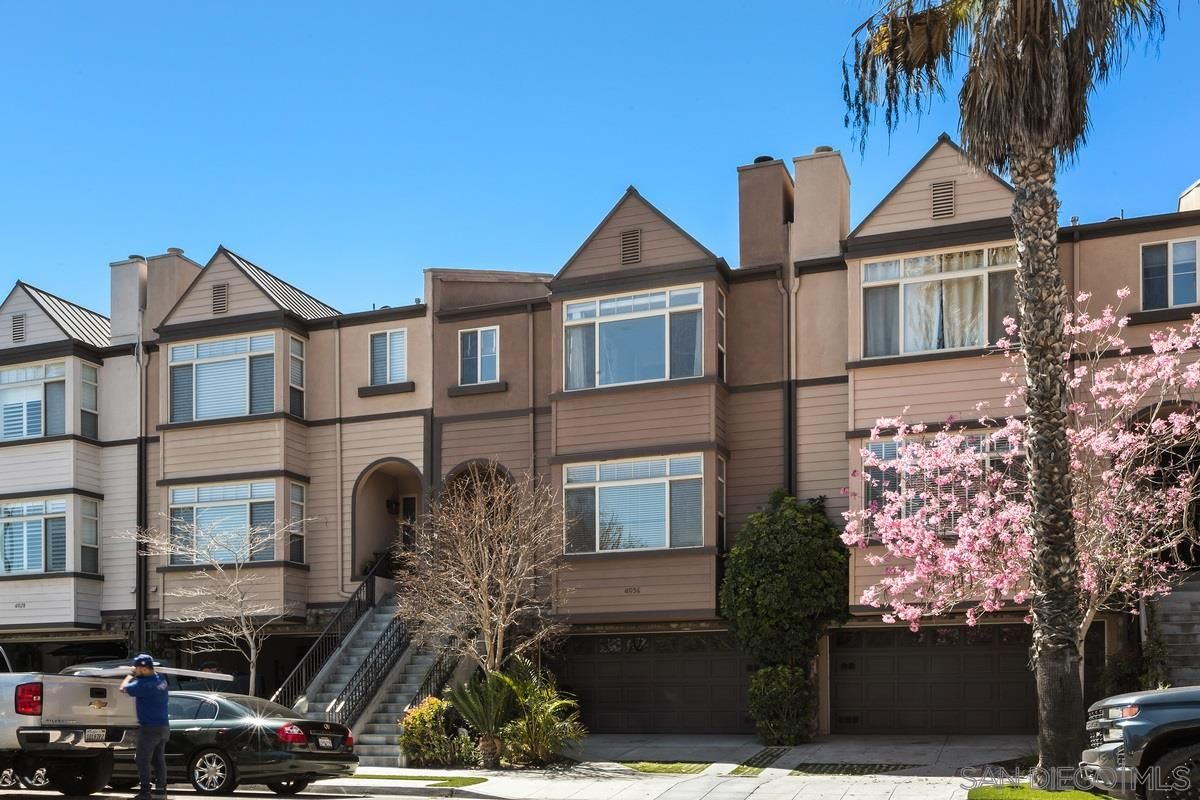 Main Photo: MISSION HILLS Townhouse for rent : 4 bedrooms : 4036 Eagle St in San Diego