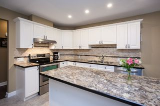 """Photo 5: 49 8555 209 Street in Langley: Walnut Grove Townhouse for sale in """"Autumnwood"""" : MLS®# R2154627"""
