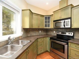 Photo 7: 525 Caselton Pl in VICTORIA: SW Royal Oak House for sale (Saanich West)  : MLS®# 838870