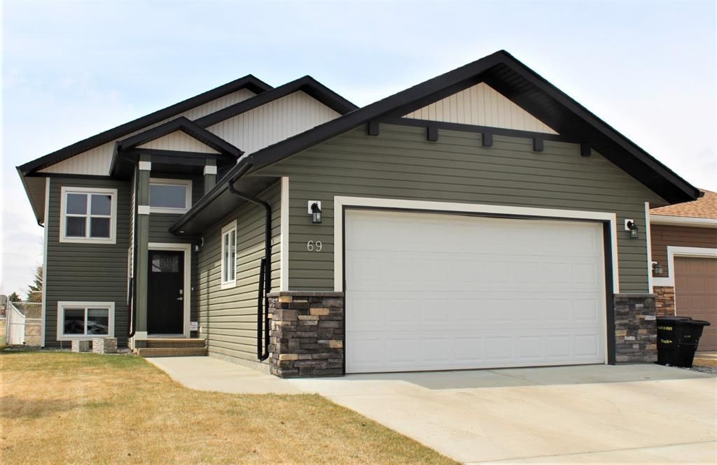 Main Photo: 69 Iron Wolf Boulevard: Lacombe Detached for sale : MLS®# A1099718