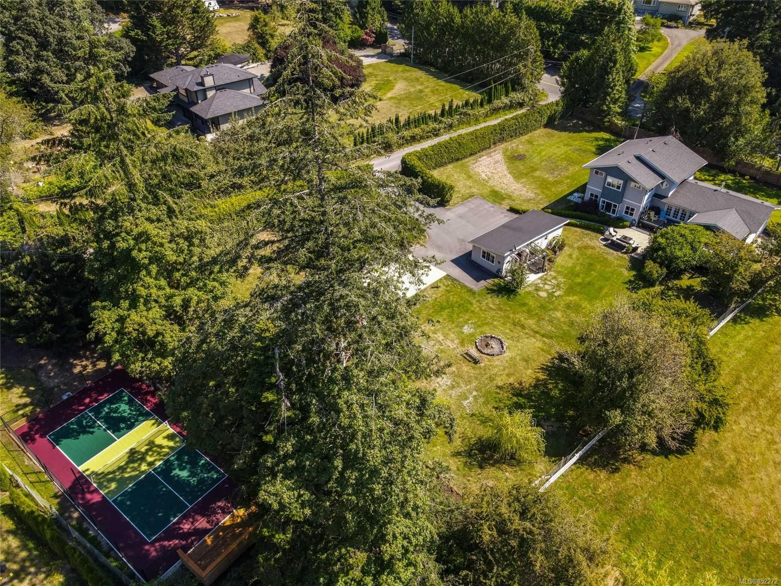 Main Photo: 4978 Old West Saanich Rd in : SW Beaver Lake House for sale (Saanich West)  : MLS®# 852272