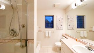 "Photo 31: 506 2271 BELLEVUE Avenue in West Vancouver: Dundarave Condo for sale in ""The Rosemont on Bellevue"" : MLS®# R2562061"