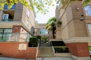 """Photo 1: C1 332 LONSDALE Avenue in North Vancouver: Lower Lonsdale Condo for sale in """"The Calypso"""" : MLS®# R2198607"""