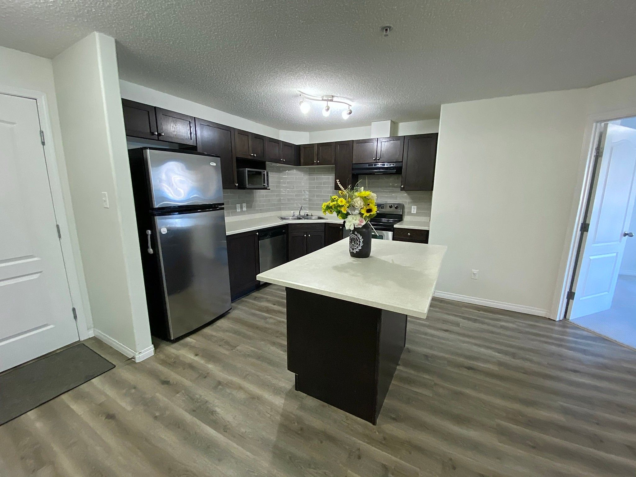 Main Photo: 7331 Terwillegar Dr in Edmonton: Condo for rent