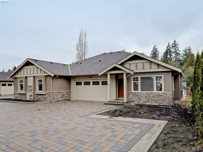 FEATURED LISTING: 4 - 3933 South Valley Dr VICTORIA