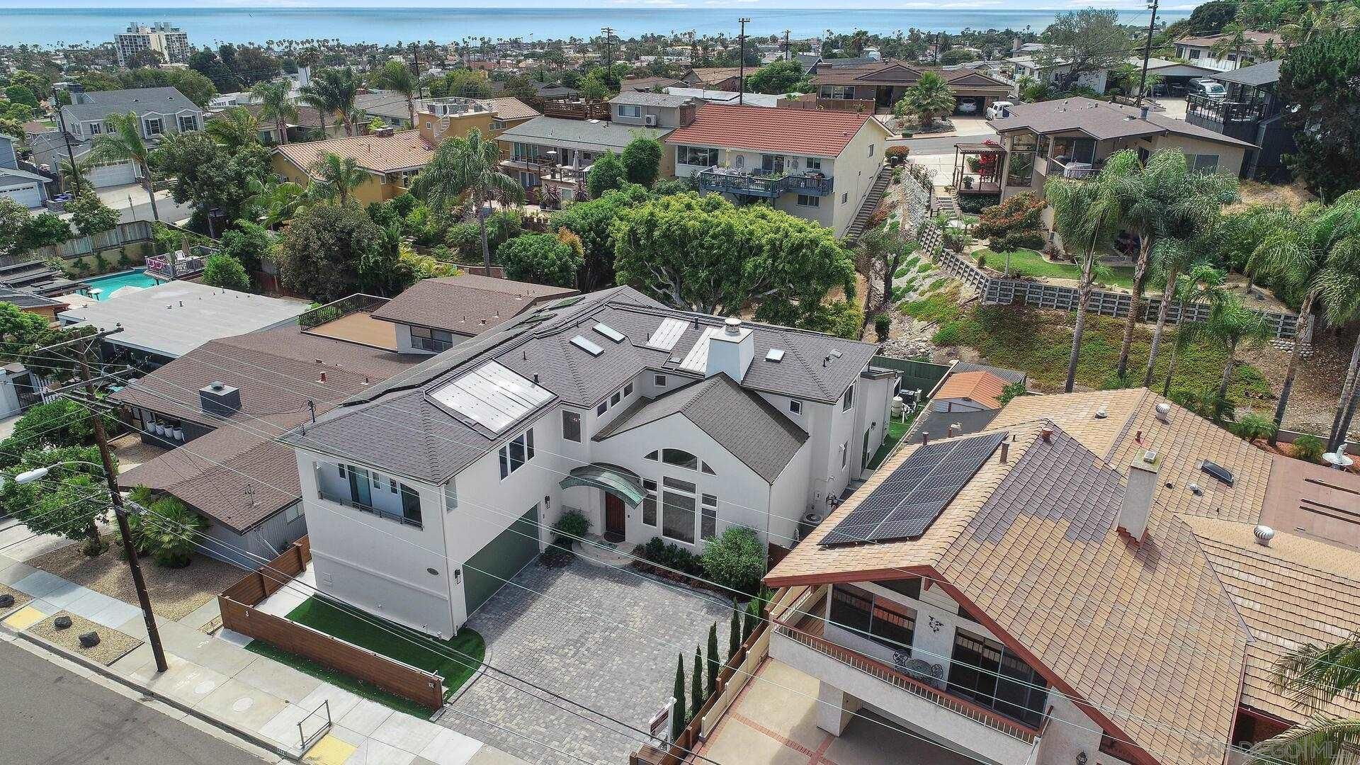 Main Photo: PACIFIC BEACH House for sale : 7 bedrooms : 5226 Vickie Dr. in San Diego