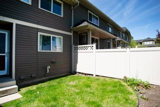 Photo 9: 332 Queenston Heights SE in Calgary: Queensland Row/Townhouse for sale : MLS®# A1114442