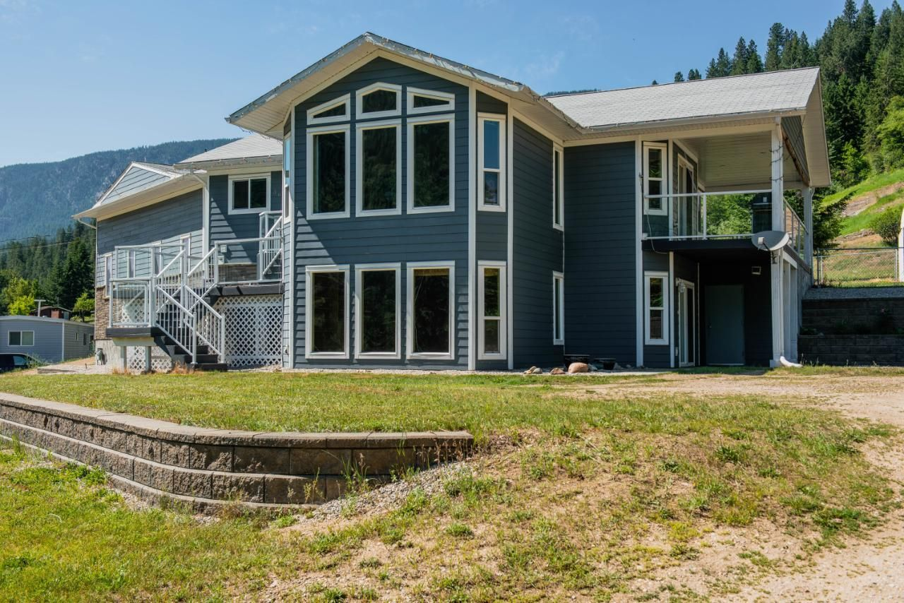 Main Photo: 3637 BROADWATER RD in Castlegar: House for sale : MLS®# 2459534