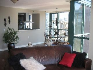 """Photo 8: 2005 289 DRAKE Street in Vancouver: Downtown VW Condo for sale in """"PARKVIEW TOWER"""" (Vancouver West)  : MLS®# V661632"""