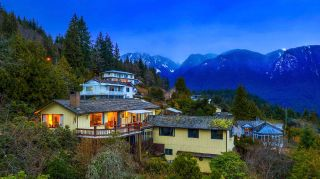 Photo 3: 574 CRAIGMOHR Drive in West Vancouver: Glenmore House for sale : MLS®# R2545385