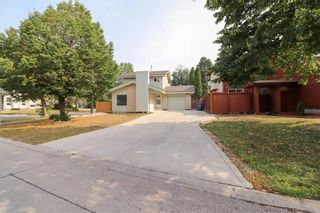 Photo 2: 87 Charbonneau Crescent in Winnipeg: Island Lakes Residential for sale (2J)  : MLS®# 202119408