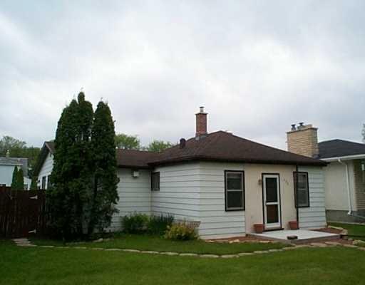 Main Photo: 488 MCADAM Avenue in Winnipeg: West Kildonan / Garden City Single Family Detached for sale (North West Winnipeg)  : MLS®# 2508159