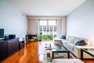 Photo 2: 630 W 6th Street Unit 403 in Los Angeles: Residential for sale (C42 - Downtown L.A.)  : MLS®# OC21221694