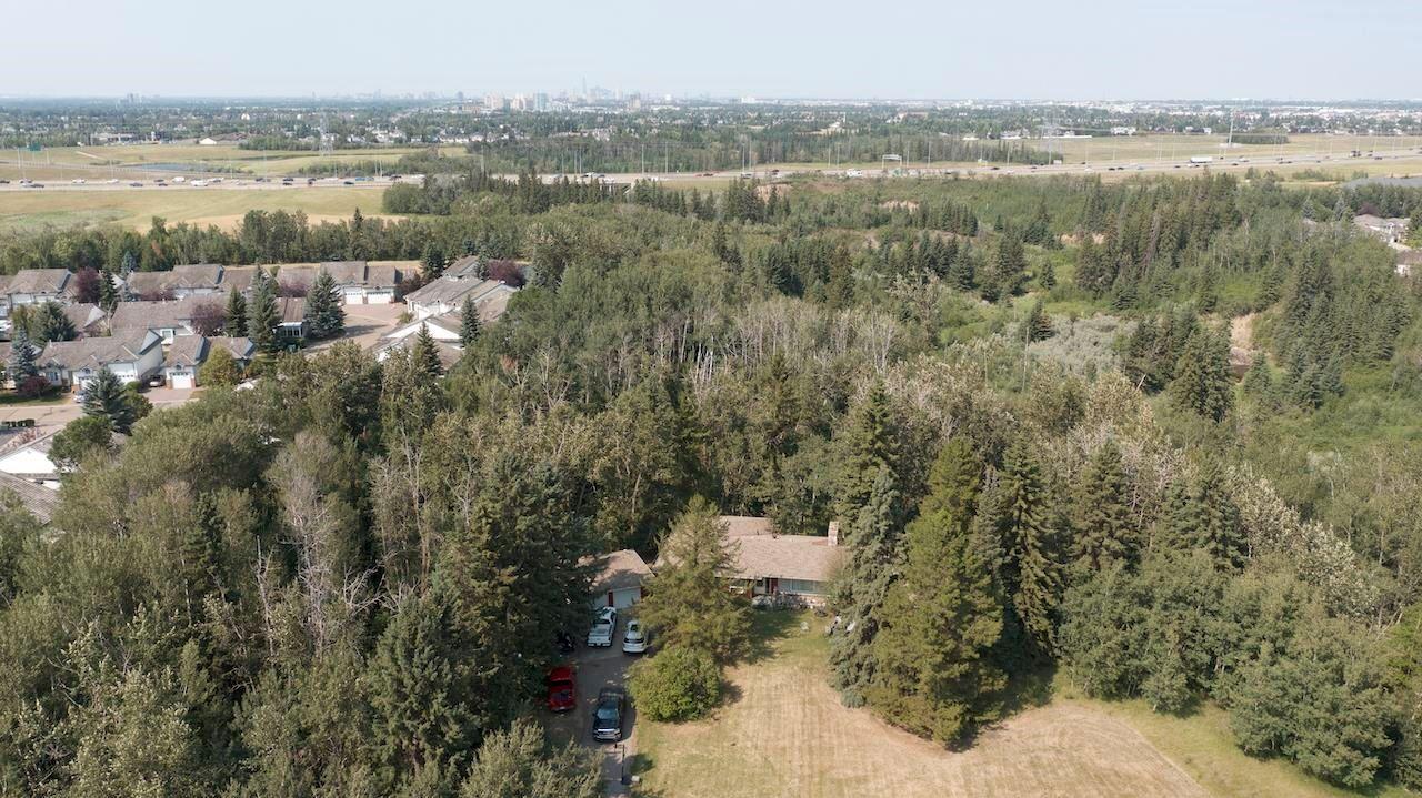 Main Photo: 40 BLACKBURN Drive W in Edmonton: Zone 55 House for sale : MLS®# E4266018