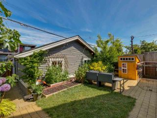 Photo 16: 865 E 10TH Avenue in Vancouver: Mount Pleasant VE 1/2 Duplex for sale (Vancouver East)  : MLS®# R2068935