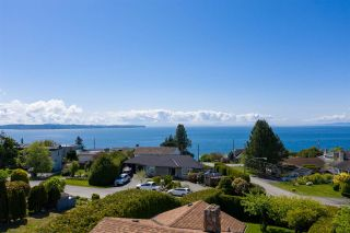"""Photo 6: 14418 BLACKBURN Crescent: White Rock House for sale in """"West Side White Rock"""" (South Surrey White Rock)  : MLS®# R2576581"""