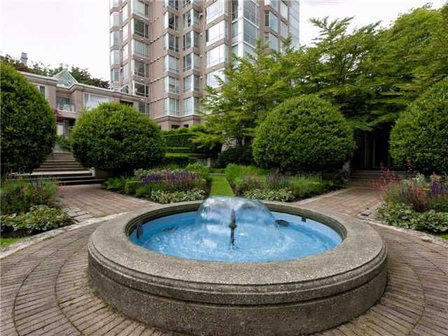 Main Photo: 302 2628 ASH Street in Vancouver: Fairview VW Townhouse for sale (Vancouver West)  : MLS®# V957986