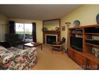 Photo 2: 101 1234 Fort St in VICTORIA: Vi Downtown Condo for sale (Victoria)  : MLS®# 529036