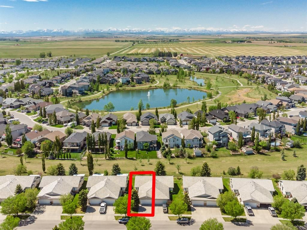Main Photo: 601 Riverside Drive NW: High River Semi Detached for sale : MLS®# A1115935