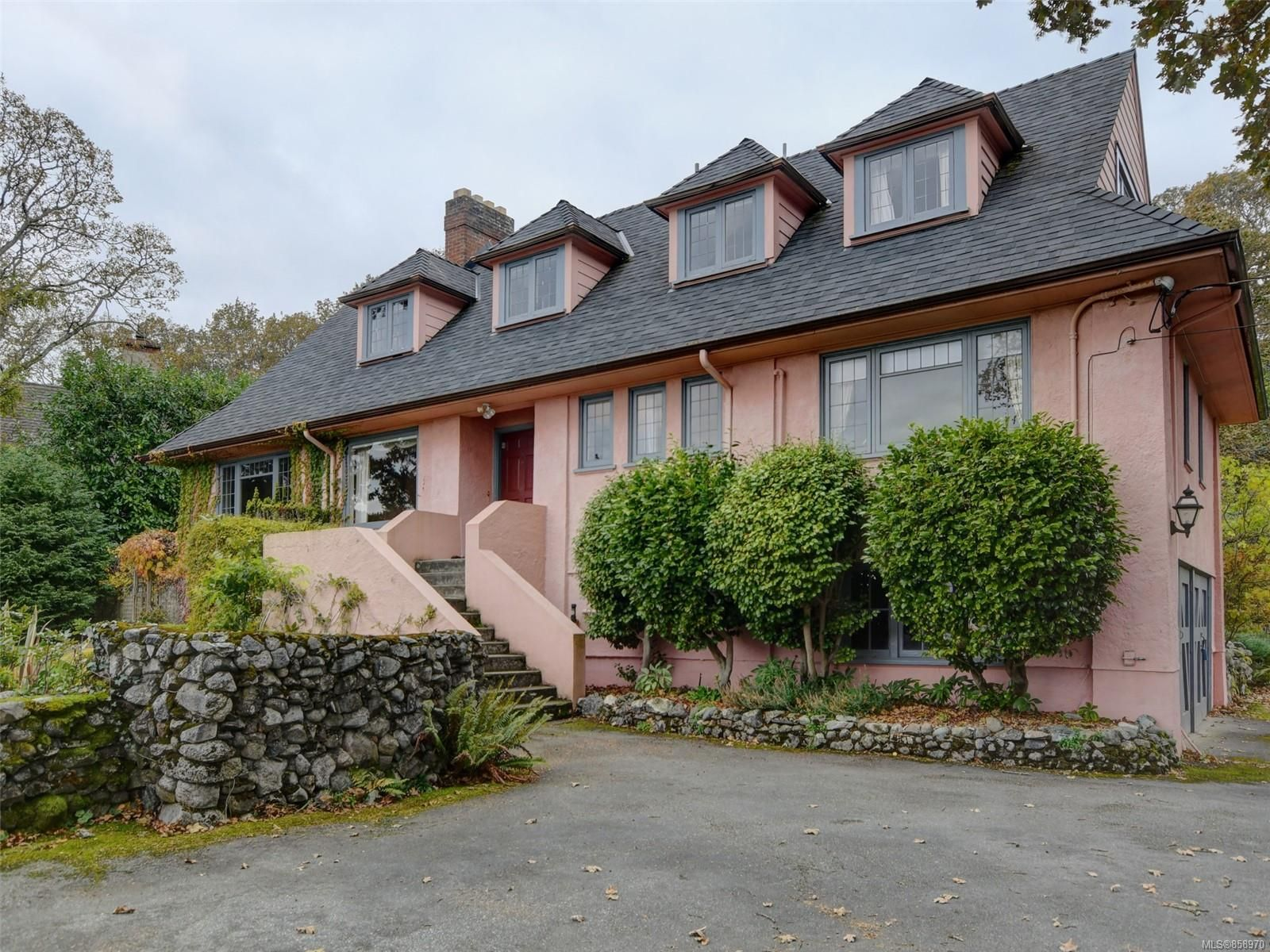 Main Photo: 3710 CADBORO BAY Rd in : OB North Oak Bay House for sale (Oak Bay)  : MLS®# 858970