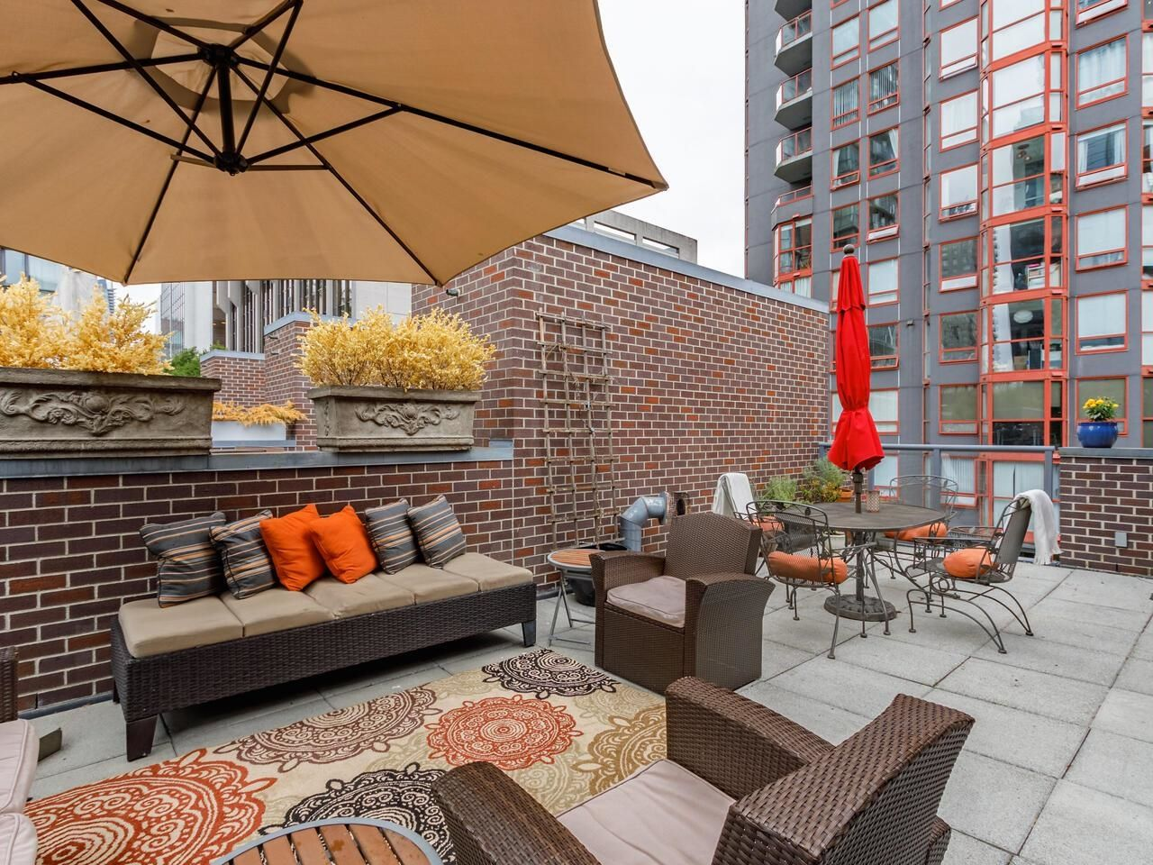 Main Photo: 100 1068 HORNBY STREET in Vancouver: Downtown VW Townhouse for sale (Vancouver West)  : MLS®# R2615995