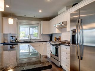 """Photo 10: 5533 PEREGRINE Crescent in Sechelt: Sechelt District House for sale in """"Silverstone Heights"""" (Sunshine Coast)  : MLS®# R2397737"""