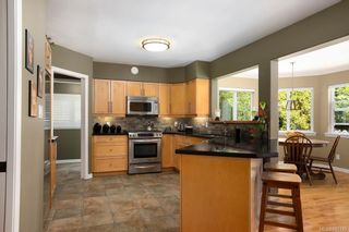 Photo 8: 1415 Oliver St in Oak Bay: OB South Oak Bay House for sale : MLS®# 841439