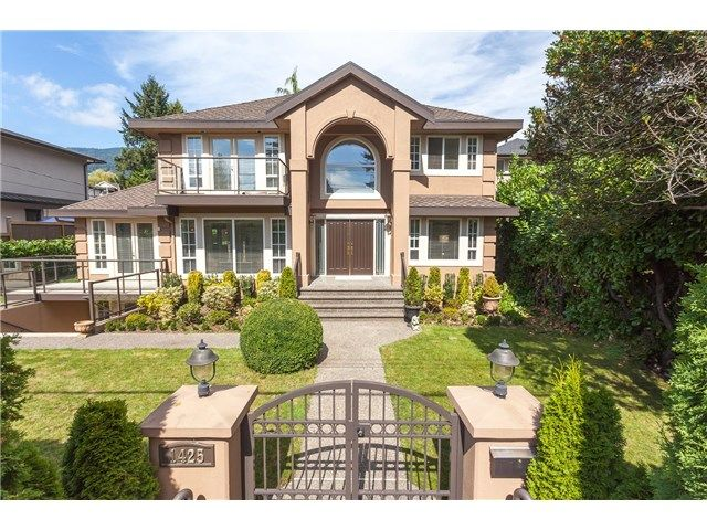 Main Photo: 1425 Inglewood Avenue in West Vancouver: Ambleside House for sale : MLS®# R2029659