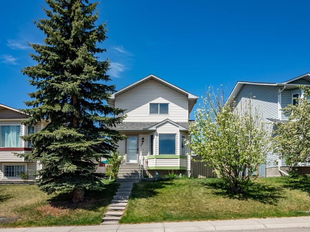 Main Photo: 144 Covington Road NE in Calgary: Coventry Hills Detached for sale : MLS®# A1115677