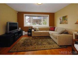 Photo 3: 1044 Redfern St in VICTORIA: Vi Fairfield East House for sale (Victoria)  : MLS®# 518219