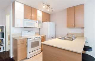 """Photo 6: 1201 909 MAINLAND Street in Vancouver: Yaletown Condo for sale in """"YALETOWN PARK II"""" (Vancouver West)  : MLS®# R2218452"""