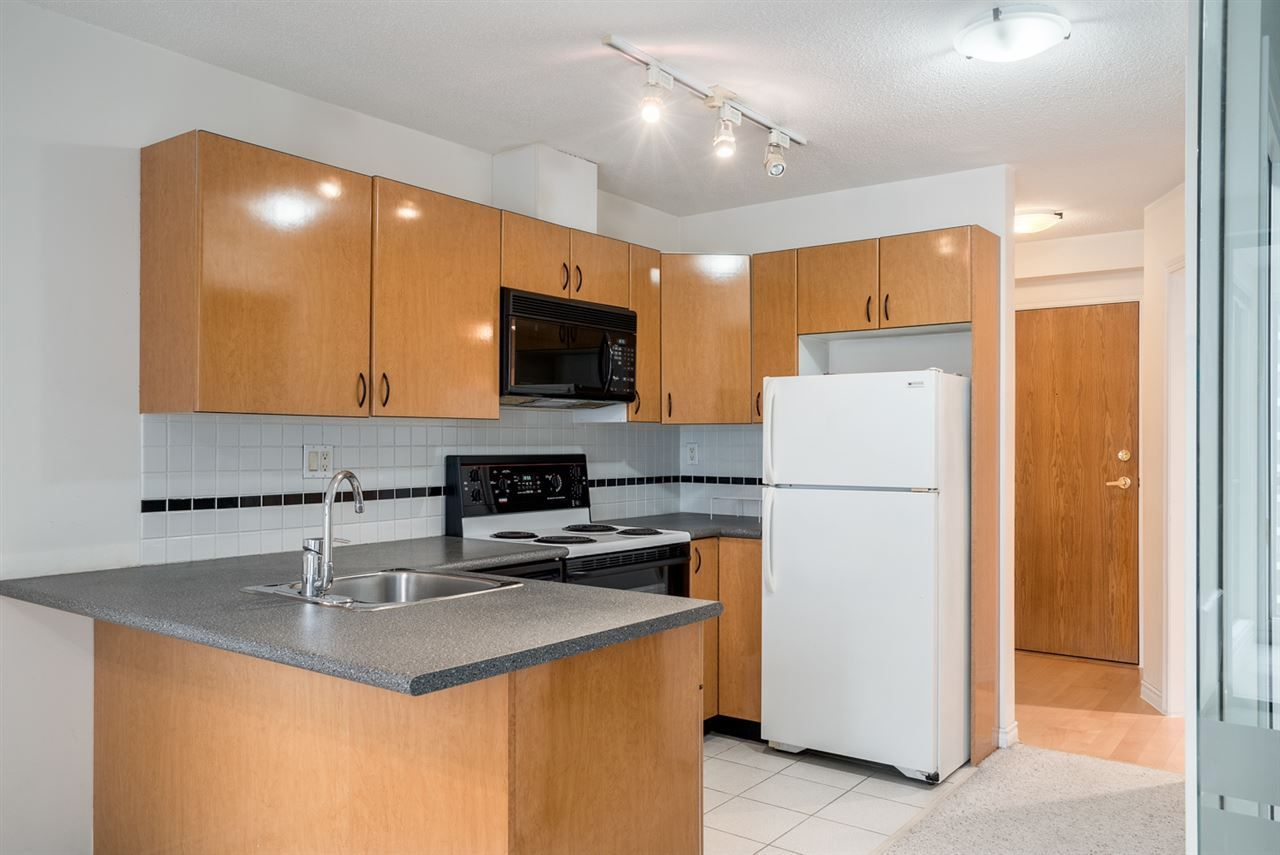 """Main Photo: 1606 939 HOMER Street in Vancouver: Yaletown Condo for sale in """"PINNACLE"""" (Vancouver West)  : MLS®# R2253359"""
