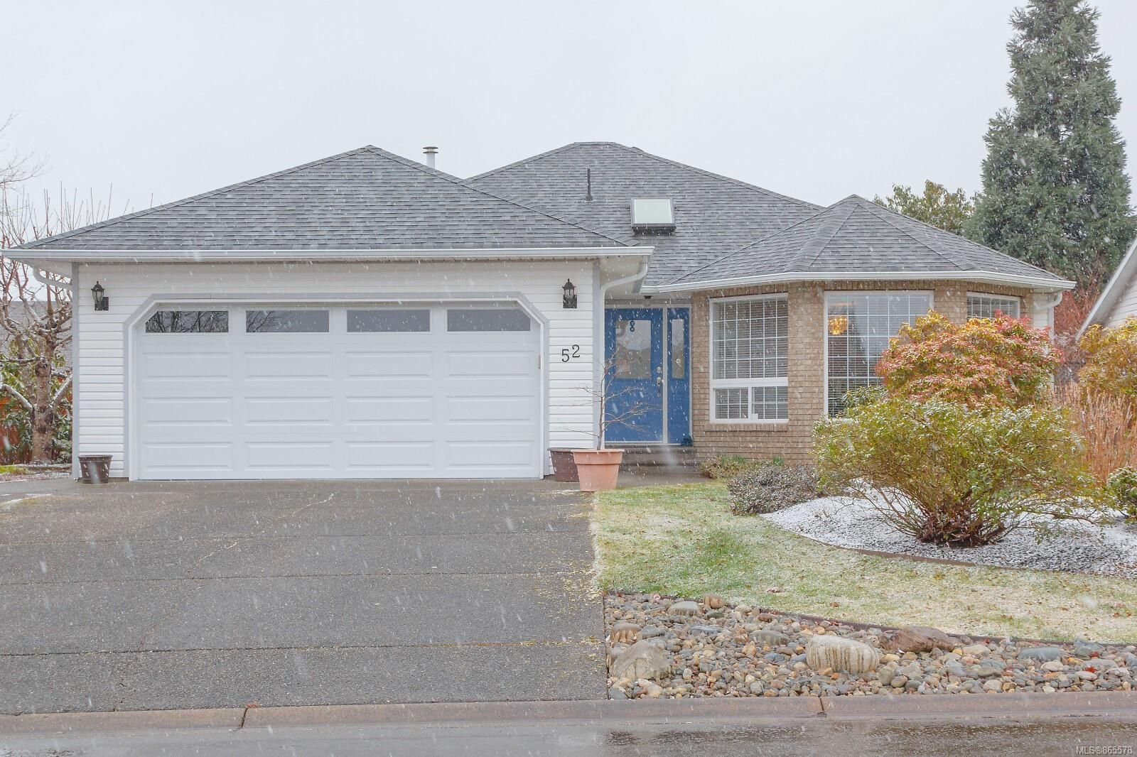 Main Photo: 52 Magnolia Dr in : PQ Parksville House for sale (Parksville/Qualicum)  : MLS®# 865578
