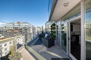 """Photo 11: 1103 88 W 1ST Avenue in Vancouver: False Creek Condo for sale in """"THE ONE"""" (Vancouver West)  : MLS®# R2624687"""