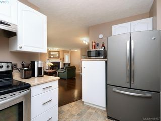 Photo 10: 1279 Lidgate Crt in VICTORIA: SW Strawberry Vale House for sale (Saanich West)  : MLS®# 811754