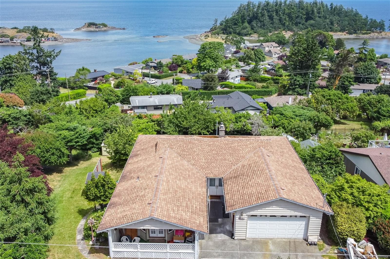 Main Photo: 3738 Overlook Dr in Nanaimo: Na Hammond Bay House for sale : MLS®# 881944