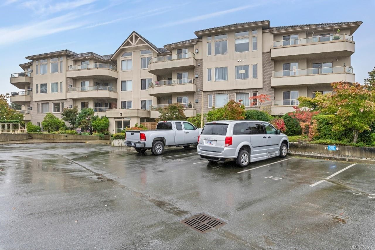 Main Photo: 302 3700 Carey Rd in : SW Gateway Condo for sale (Saanich West)  : MLS®# 859016