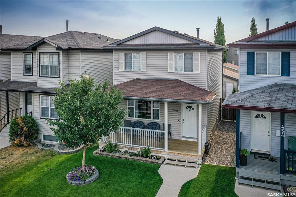 Main Photo: 450 Rutherford Crescent in Saskatoon: Sutherland Residential for sale : MLS®# SK865413
