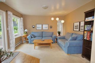 Photo 8: 1057 Tulip Ave in VICTORIA: SW Strawberry Vale House for sale (Saanich West)  : MLS®# 762592