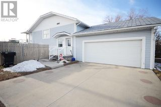 Photo 2: 30 Oakley  Drive in Lundbreck: House for sale : MLS®# A1151620
