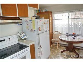 Photo 7: 2413 Mowat St in VICTORIA: OB Henderson House for sale (Oak Bay)  : MLS®# 599535