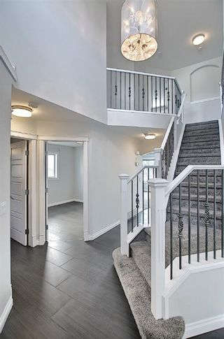 Photo 2: 29 West Cedar Point SW in Calgary: West Springs Detached for sale : MLS®# A1131789
