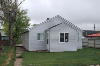Photo 1: 304 4th Street East in Wilkie: Residential for sale : MLS®# SK830977