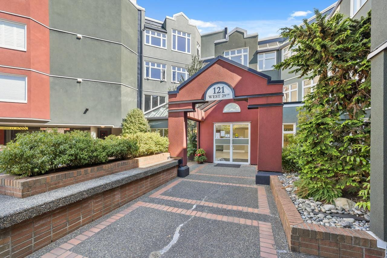 Main Photo: 320 121 W 29TH Street in North Vancouver: Upper Lonsdale Condo for sale : MLS®# R2605986