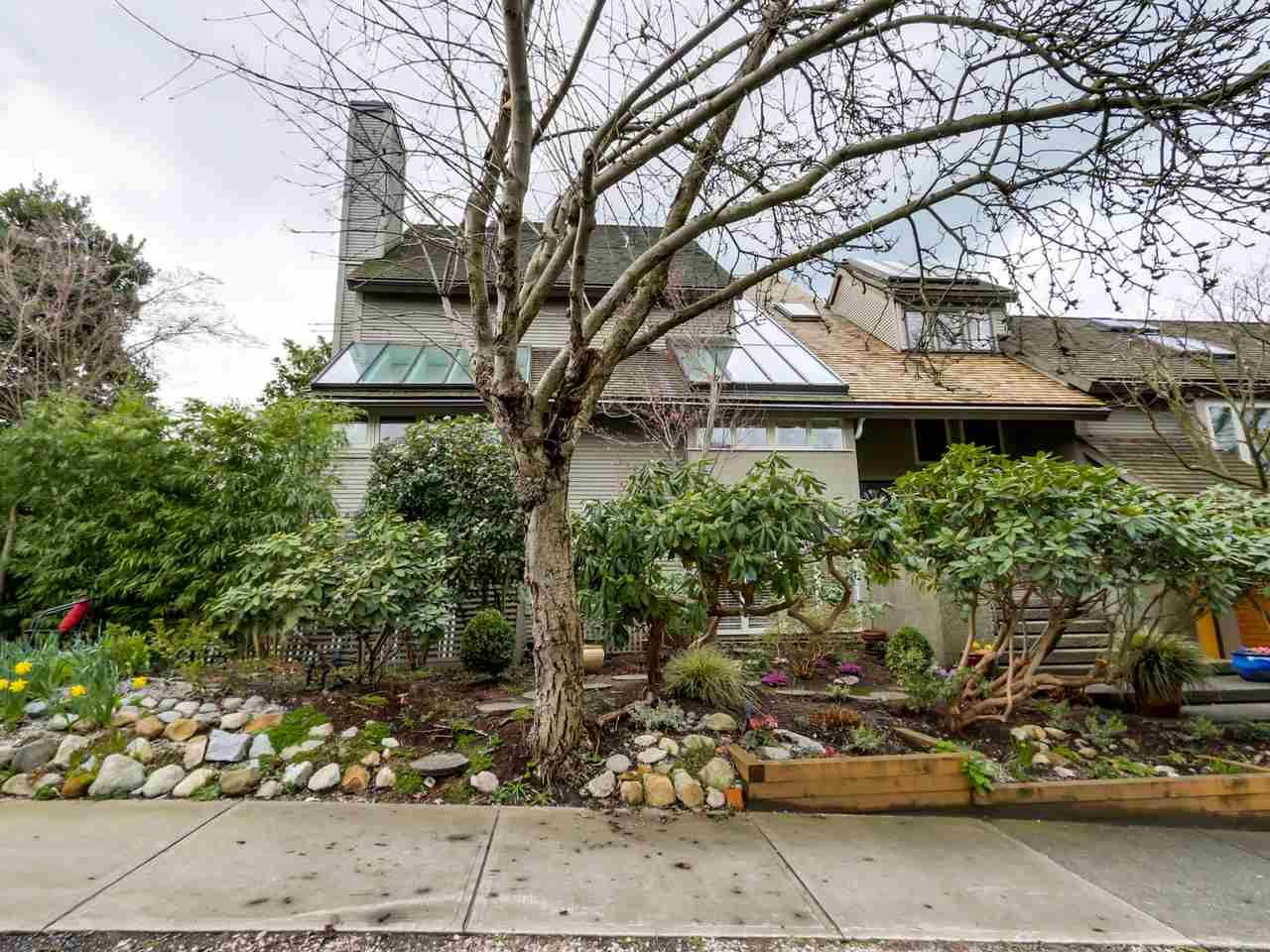 Main Photo: 1735 LARCH STREET in : Kitsilano Townhouse for sale : MLS®# R2044388