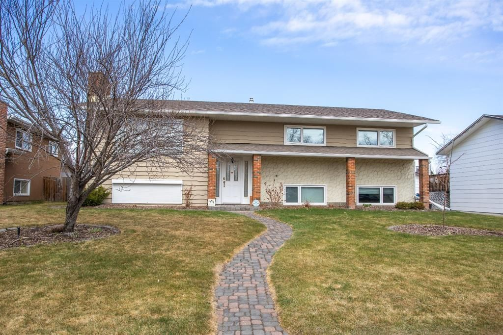 Main Photo: 160 Pamely Avenue: Red Deer Detached for sale : MLS®# A1100688