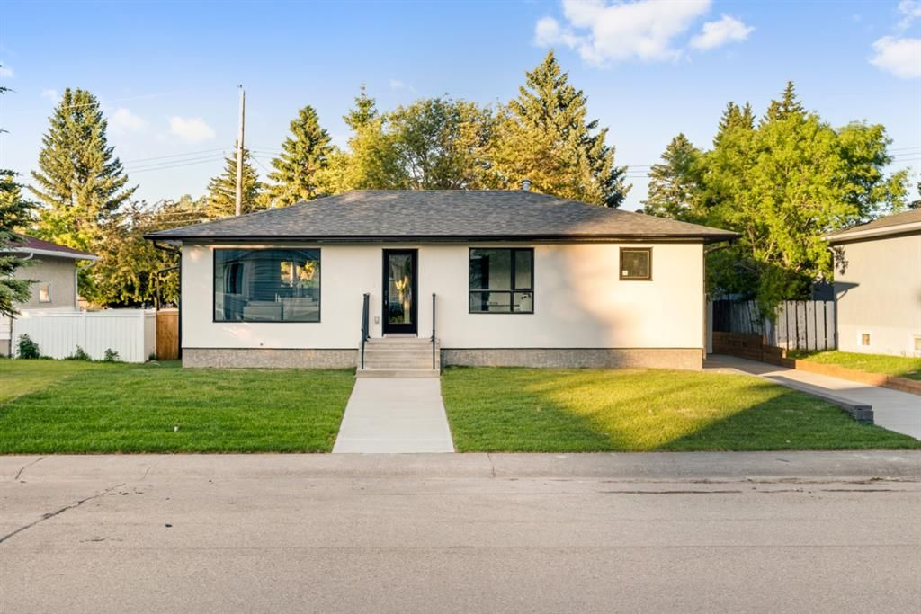 Main Photo: 16 Sinclair Crescent SW in Calgary: Southwood Detached for sale : MLS®# A1121380